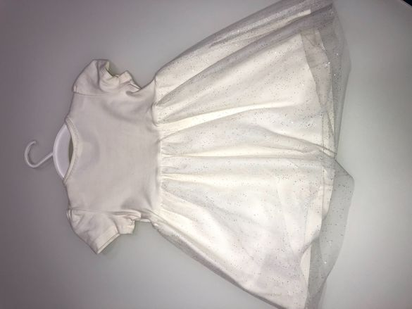 Детска рокличка на Н&М.Ръчно украсена с дантела.
