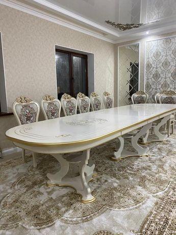 Королевские столы в гостиную