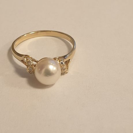 Vand inel aur galben perla si diamante