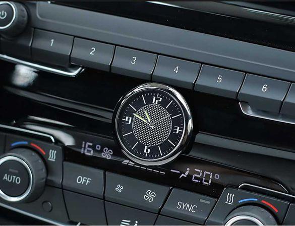 Часовник за автомобил - УНИВЕРСАЛЕН