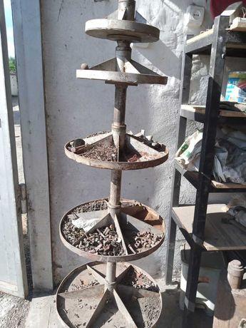Вертушка металлическая для болтов и гаек в гараж