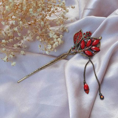 Bijuterie de par vintage cu pietre rosii