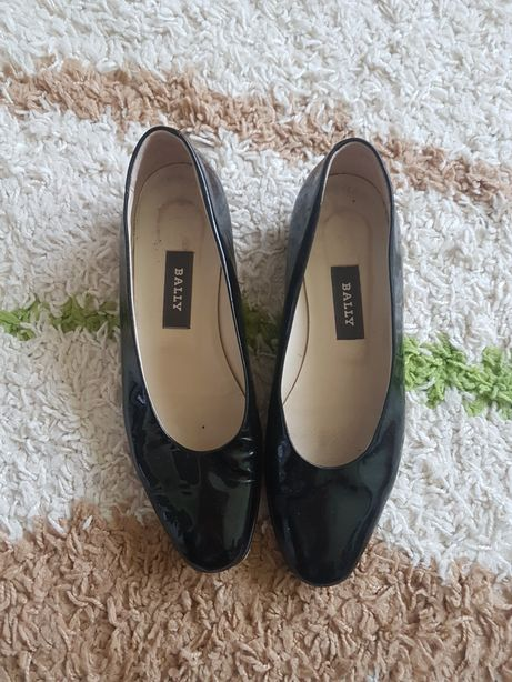 Pantofi Bally nr.37 din piele lacuita