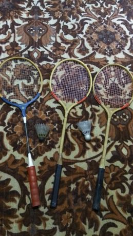 3 Тенисные ракетки и 2 Бадминтонными летунами