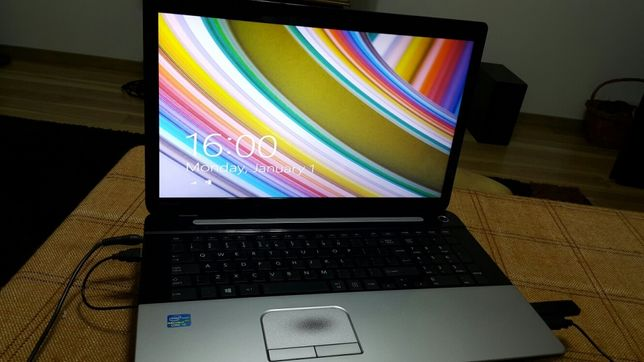 laptop Toshiba Satelit V 75 A 10 W