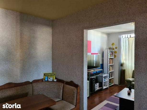 Garii apartament 2 camere decomandat etaj superior