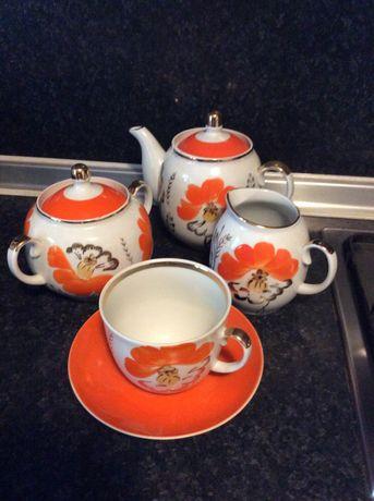 Риски сервиз за чай златен кант.чинии,тенджери и др.
