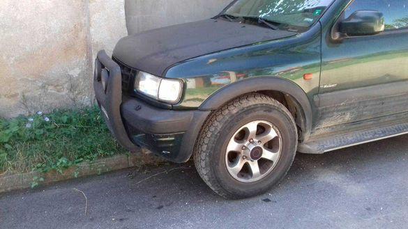 Автомобил Опел Фронтера на части