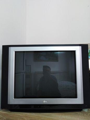 Телевизор LG диог 72 см плоски экран в отличном состоянии с тунером