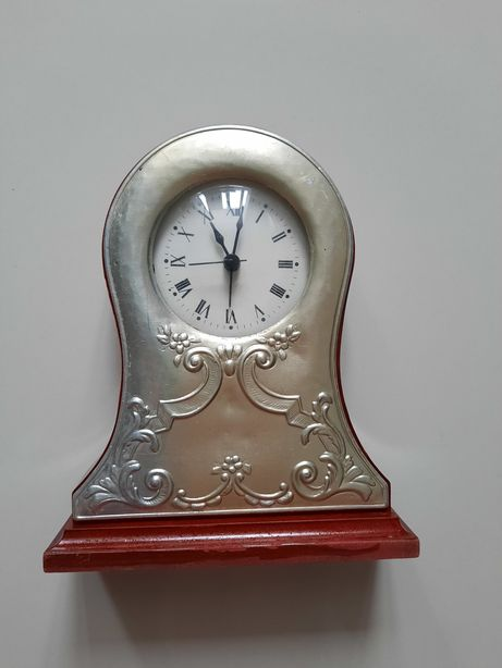 Ceas retro din lemn