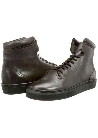 Cinque ghete, sneakers, noi.