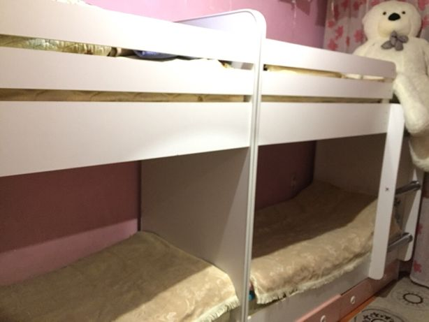 Двухяростный кровать