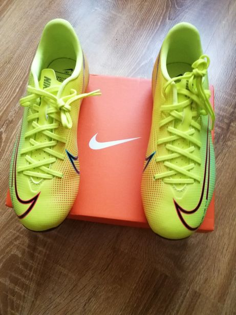 Adidași Reebok și Nike cu crampoane pentru sportivi originali