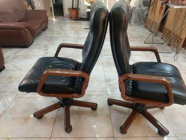 Коженые кресла..