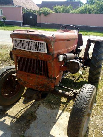 Vând tractor utb 445