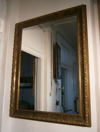 Oglinda cu rama din lemn