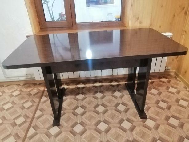 Кухонный уголок, стол, диван, стульчик