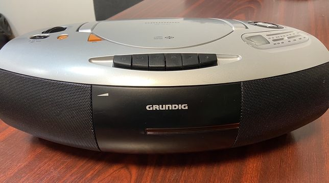 Radio-casetofon cu CD, Grundig RRCD 1350, citeste MP3-uri.