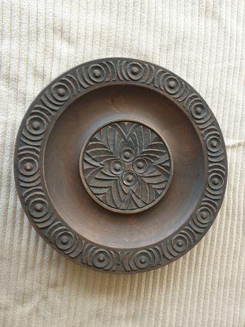 Дървени чинии с резба