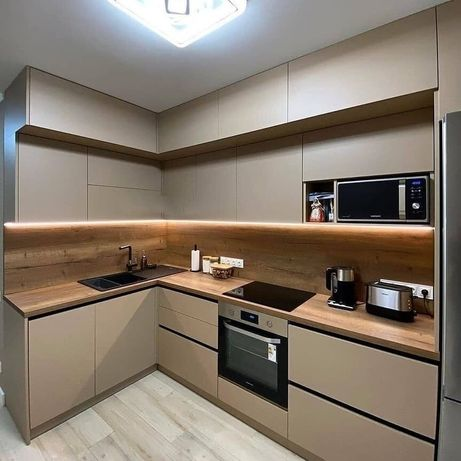 Кухни на заказ с крашенными фасадами