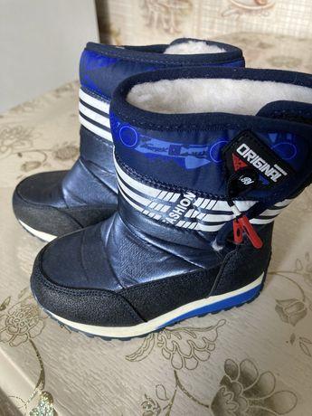 Продам детскую зимнюю обувь