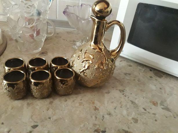 Продам набор под водку или коньяк графин и рюмки под золото