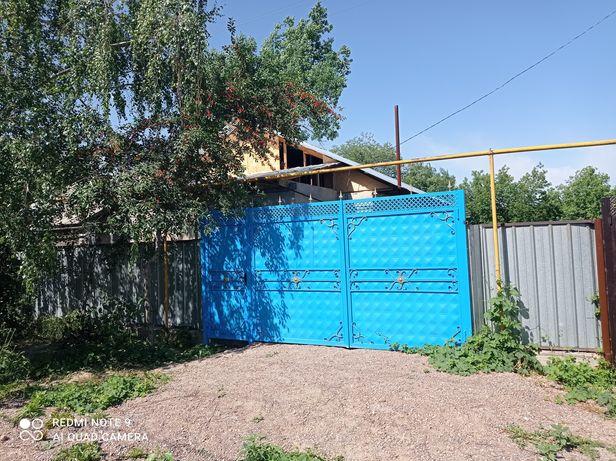Продам дом в п.Шалкар в центре.