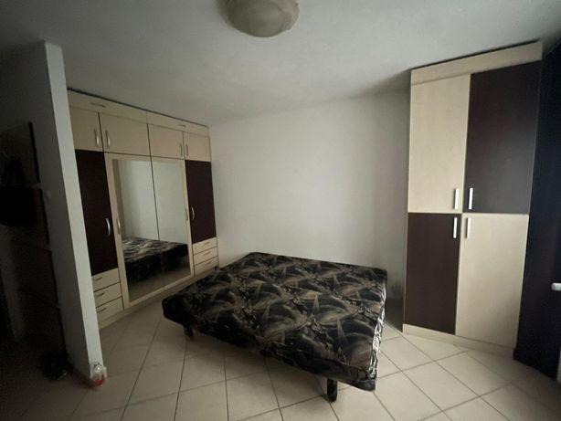 Canapea extensibila, catifea, culoare negru, in Bucuresti, sector4!