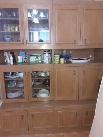 Стенка для посуды в хорошем состоянии