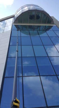 Firma de spălat geamuri la analtime fără alpinism