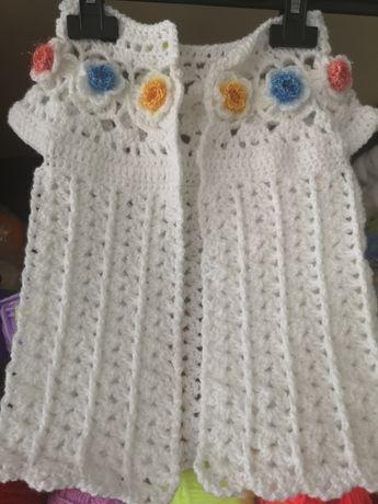 Плетена жилетка за момиченце, елече