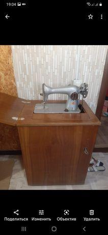 Продам швейную нужную машинку