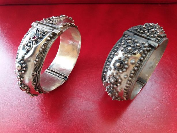 Bratari vintage (una din argint, una din metal comun)