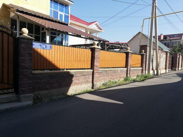Заборы и ограждения участков забором и сеткой рабица.
