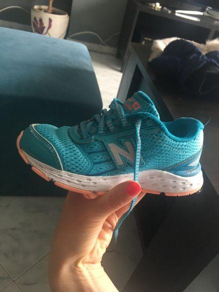 маратонки Ню Баланс и подарък пантофки