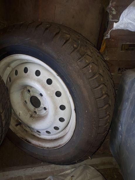 Продам колёса в сборе зимние шипованные ГАЗ 31105 на Волгу с дисками 4
