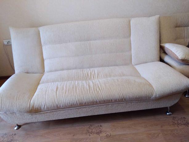 Диван и кресла с подушками
