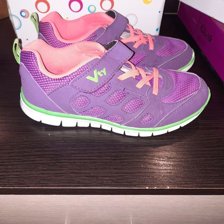 Продаю кроссовки для девочки