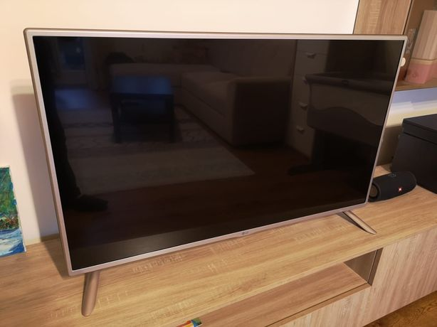 Vând TV LG LED 42LF561V Diagonala 106