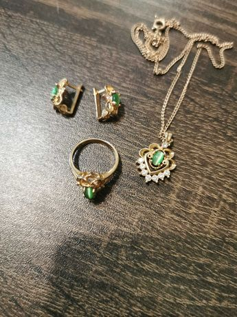 Набор бижутерии с зелёным камнем