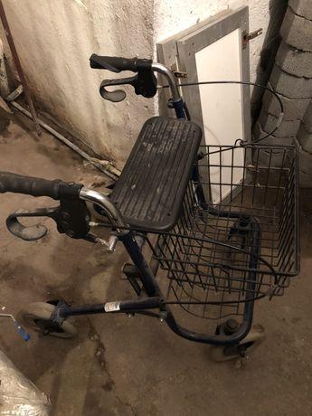Ролатор и инвалидна количка стармодел