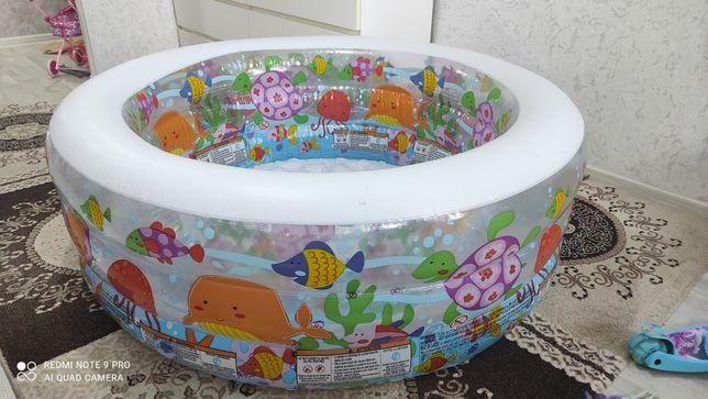 Продам детский бассейн с насосом