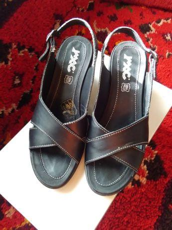 Дамски сандали от естествена кожа, черни