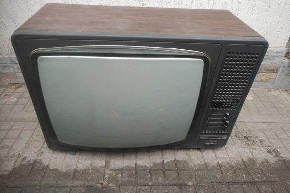 Стар телевизор София 83
