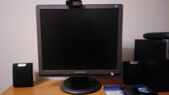 Компютър с монитор