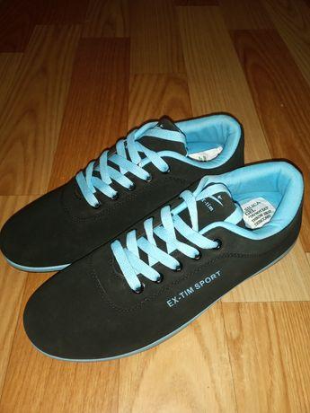 Обувь новая кроссовки