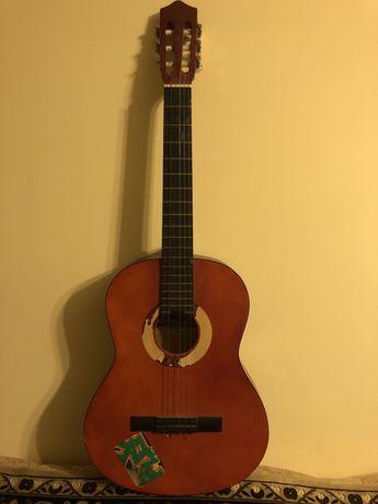 Классическая испанская гитара