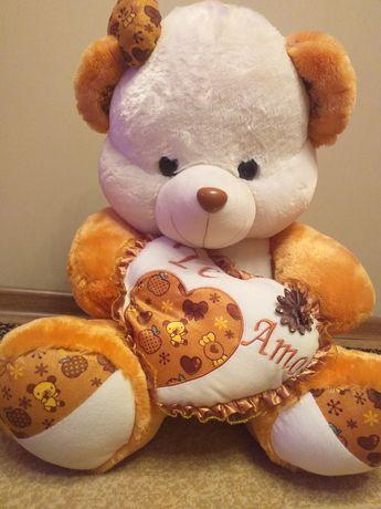 Продам ,  медведь в корзинке  в отличном состояние ,отличный подарок