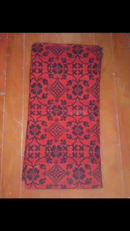 Червен килим от естествена вълна