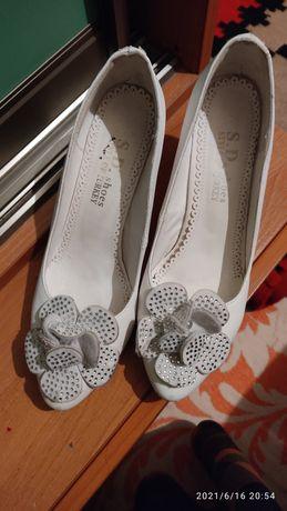 Продаю туфли, на каблуках